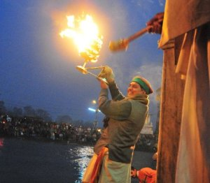 हरिद्वार में गंगा आरतीः क्या हमारा धर्म नदी के धर्म को फिर से समझ सकता है?