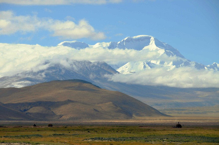 Cho Oyu  (8,201m, the world's sixth highest mountain) is a neighbour of Mount Everest, which was wrapped in clouds
